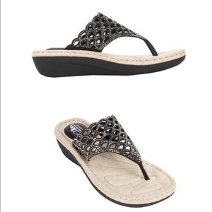 Cliffs White Mountain Cameo Black Thong Sandals